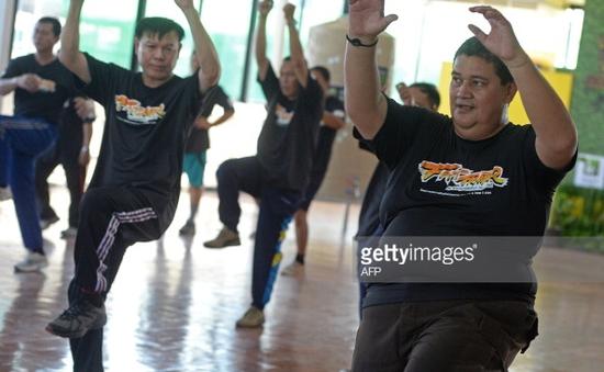 """Công cuộc giảm cân của các cảnh sát """"béo bụng"""" ở Thái Lan"""