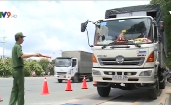 TP.HCM: Ra quân xử lý xe quá tải