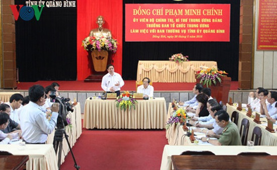 Đồng chí Phạm Minh Chính kiểm tra công tác chuẩn bị bầu cử tại Quảng Bình
