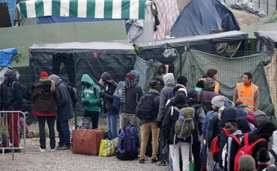 Vẫn còn hàng trăm trẻ em tị nạn vô gia cư chưa rời trại Calais