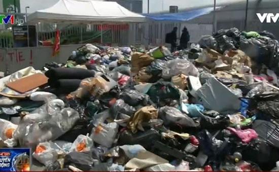 Công nhân Pháp đình công bằng rác trước thềm EURO