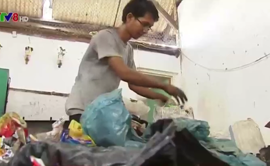 Indonesia: Biến rác thải thành nhiên liệu động cơ