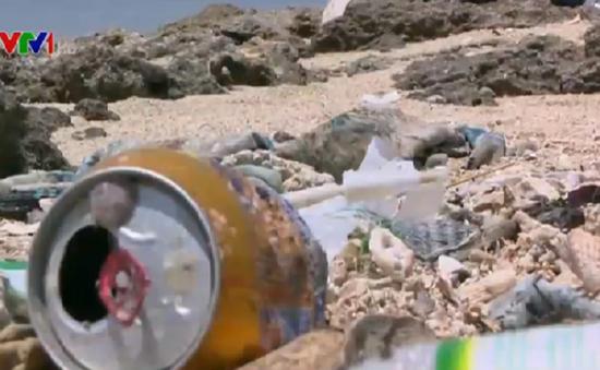 Con đường cát trắng độc nhất Việt Nam trên đảo Điệp Sơn ngập rác