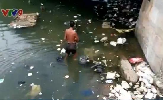 """Bình Thuận: Sông Cà Ty trước nguy cơ biến thành """"sông rác"""""""