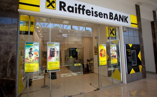 Ngân hàng đầu tiên ở Đức tính phí tiền gửi cá nhân