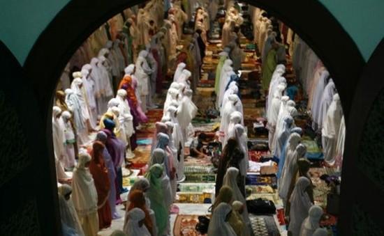 Người dân các nước Hồi giáo bước vào tháng lễ Ramadan