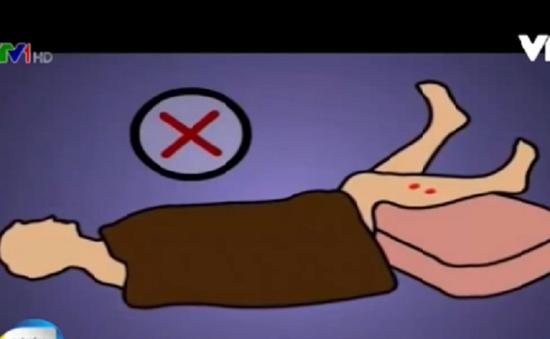 Bệnh nhân bị rắn cắn cần hạn chế vận động