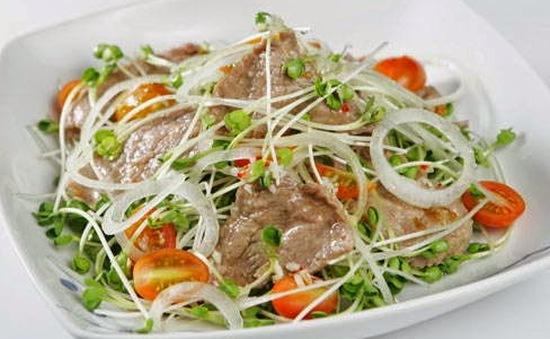Đổi vị bữa ăn cuối tuần bằng món bún trộn rau mầm