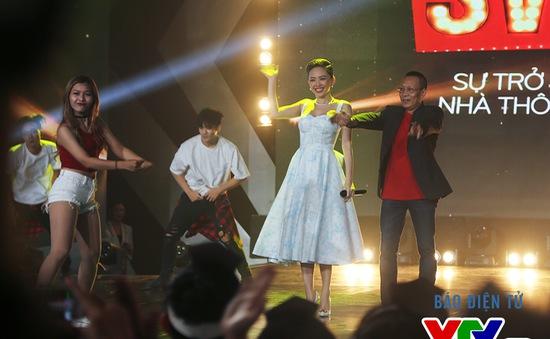 NB Lại Văn Sâm lóng ngóng thử sức với vũ điệu cồng chiêng