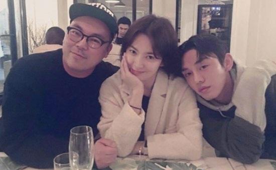 Song Hye Kyo bị bắt gặp thân mật với trai trẻ
