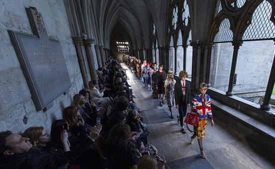 Gucci trình diễn thời trang tại tu viện lớn nhất nước Anh