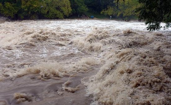 Mưa đá và lũ lụt nghiêm trọng tại Trung Quốc, ít nhất 2 người thiệt mạng