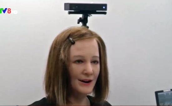 Ra mắt robot có thể giao tiếp như con người