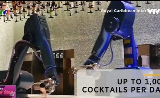 Robot phục vụ trên du thuyền hạng sang