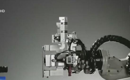 """Apple dùng robot """"xé toạc"""" iPhone để tái chế"""