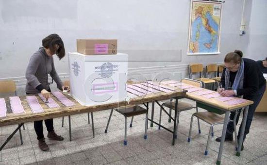 Italy: Bắt đầu trưng cầu ý dân về cải cách hiến pháp