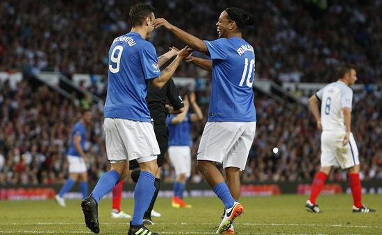 VIDEO: Cận cảnh pha 'xâu kim đôi' ấn tượng của Ronaldinho