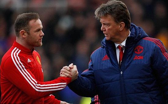 Rooney bênh vực thầy Van Gaal: Muốn trách, hãy trách các cầu thủ Man Utd