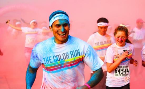 """Hàng nghìn người dân Qatar tham gia giải chạy """"The Colour Run"""""""