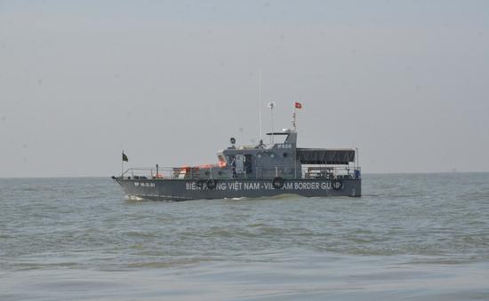 TP.HCM: Cứu sống 4 thuyền viên sau vụ chìm sà lan trên biển