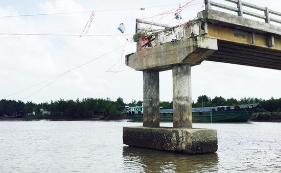 Phó Thủ tướng Trịnh Đình Dũng yêu cầu làm rõ nguyên nhân cầu vừa xây đã sập
