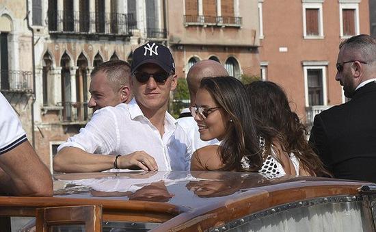 Schweini và Ivanovic lãng mạn ở Venice trước ngày cưới