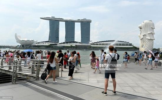 Các điểm du lịch tại Singapore vẫn đông khách bất chấp dịch Zika