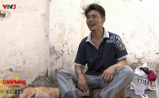 Cảm động về cuộc sống mưu sinh của chàng trai câm và chú chó mù