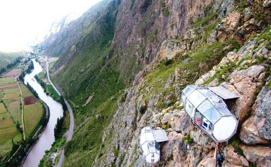 Thử thách lòng dũng cảm với khách sạn treo trên vách đá