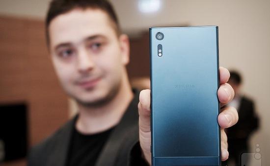 Sony Xperia XZ đọ khả năng quay video chống rung với iPhone 6S Plus