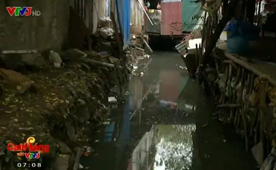 Người dân Hà Nội phát hoảng khi sống chung với con mương ô nhiễm