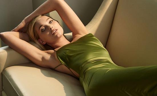 Thiên thần Victoria's Secret đẹp hút hồn bên ô cửa đầy nắng