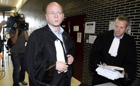 Luật sư của Salah Abdeslam dọa kiện các công tố viên Pháp