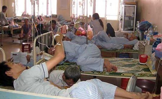 Bệnh sốt xuất huyết diễn biến phức tạp tại Vĩnh Long
