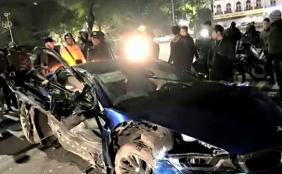 Liên tiếp xảy ra tai nạn do ô tô lao lên vỉa hè tại Hà Nội