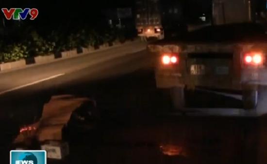Bình Dương: Xe máy tông đuôi xe container, nam thanh niên tử vong tại chỗ