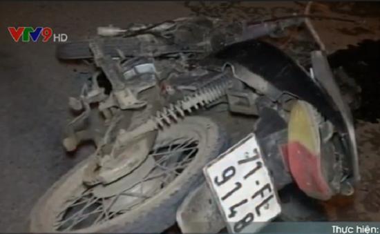 Bến Tre: Taxi tông xe máy, 2 người bị thương nặng