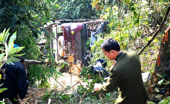 Sơn La: Ô tô 7 chỗ lao xuống vực, 6 người bị thương
