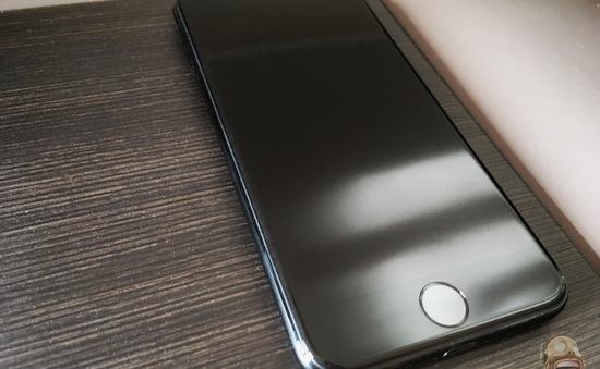 Tại sao iPhone 7 jet black không có để mua?