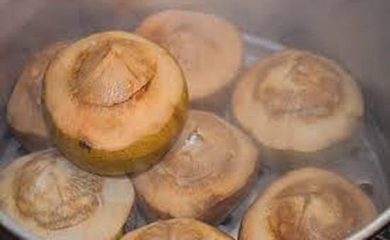 Thưởng thức cơm trái dừa thơm ngon, lạ miệng