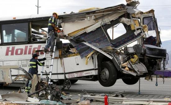 Tai nạn xe bus ở California (Mỹ), 44 người thương vong
