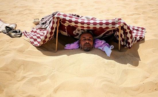 Trải nghiệm dịch vụ tắm cát chữa bệnh tại Bắc Phi