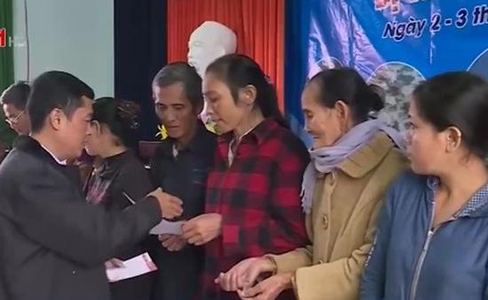 Đài Truyền hình Việt Nam tặng quà cho người dân vùng lũ Quảng Bình và Hà Tĩnh