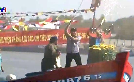 Lễ hội ra quân nghề cá: Gần 40 tàu cá xuất bến khai biển