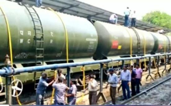 Ấn Độ: Chuyến tàu chở nửa triệu lít nước cứu hạn
