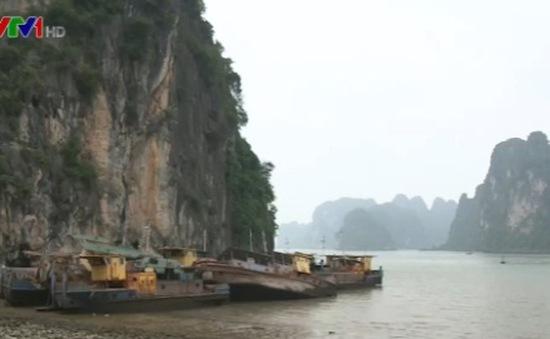 Thiếu trách nhiệm trong xử lý tàu bỏ hoang trên Vịnh Hạ Long