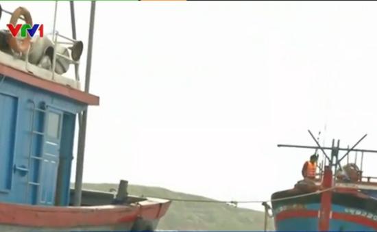 Bình Định: Lai dắt thành công một tàu cá bị nạn