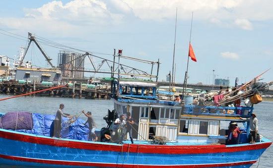 Bình Định kêu gọi cứu hộ tàu cá bị trôi dạt trên biển