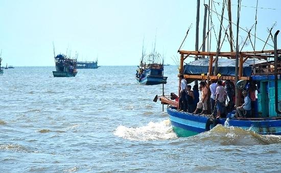 Nghệ An: Bắt giữ tàu xả thải trái phép trên biển