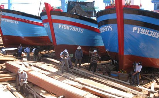 Nhiều tàu cá chậm tiến độ do thiếu gỗ